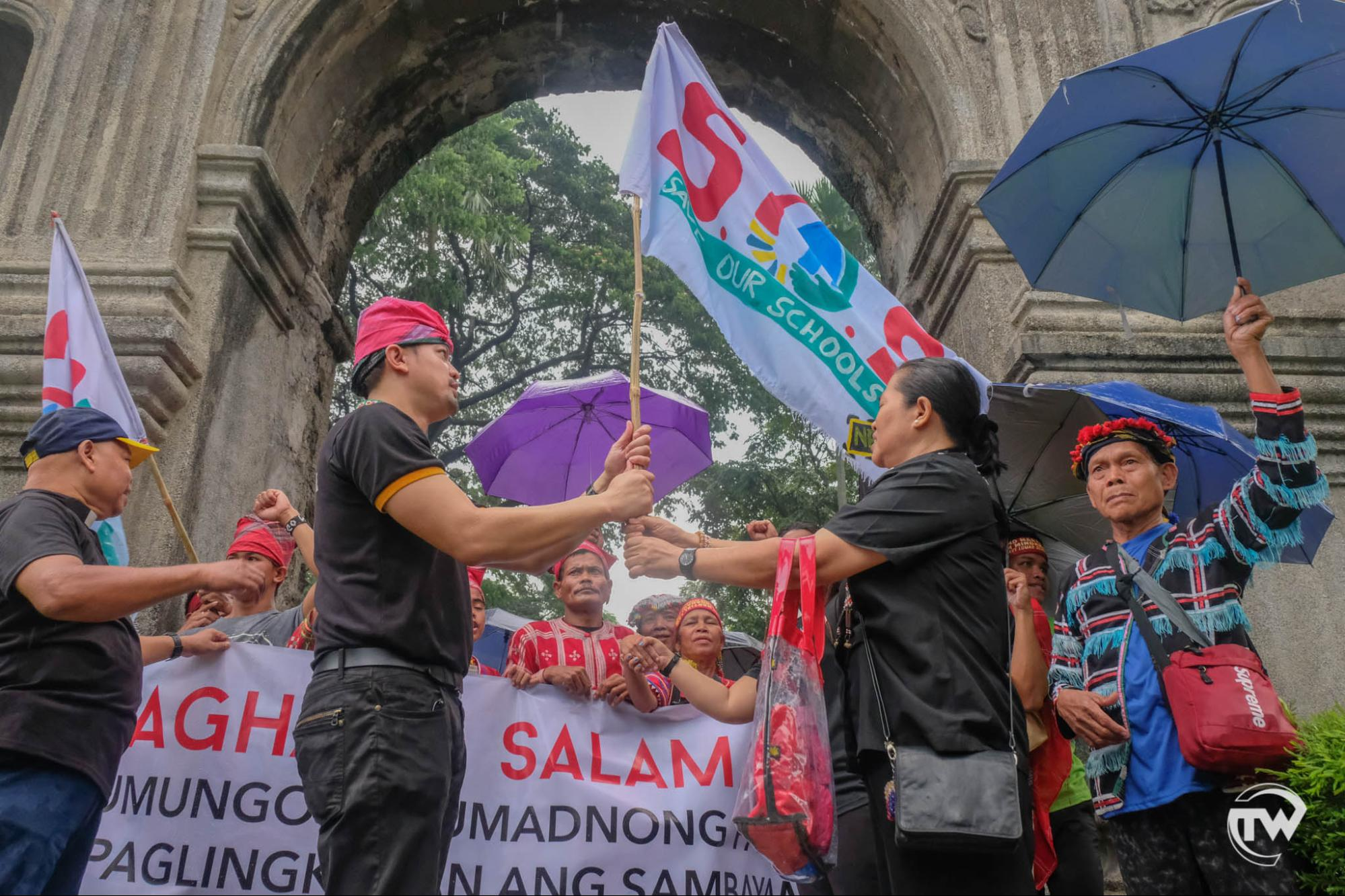 protesting lumads entering arch of the centuries